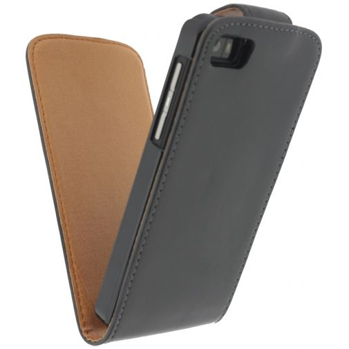 Productafbeelding van de Xccess Leather Flip Case Black BlackBerry Z10