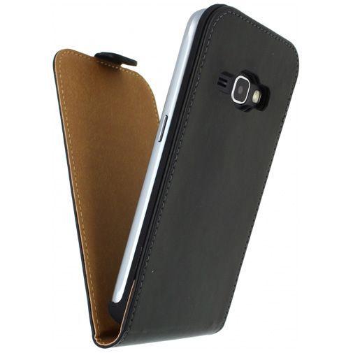 Productafbeelding van de Mobilize Classic Flip Case Black Samsung Galaxy J1 (2016)