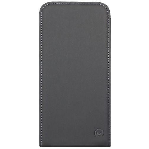 Productafbeelding van de Mobilize Ultra Slim Flip Case Black HTC Desire 820