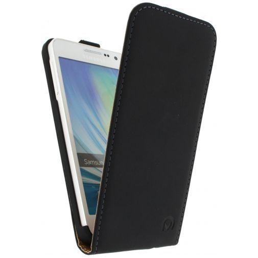 Productafbeelding van de Mobilize Ultra Slim Flip Case Black Samsung Galaxy A3