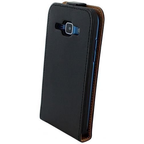 Productafbeelding van de Mobiparts Essential Flip Case Black Samsung Galaxy J1
