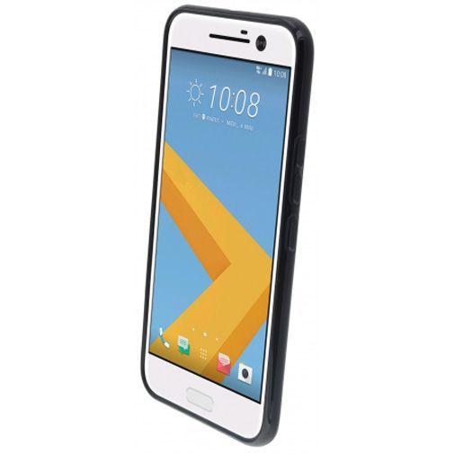 Productafbeelding van de Mobiparts Essential TPU Case Black HTC 10 (Lifestyle)