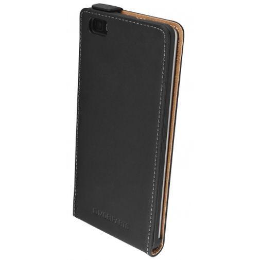 Productafbeelding van de Mobiparts Premium Flip Case Black Huawei P8 Lite