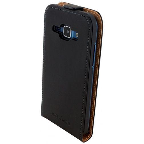 Productafbeelding van de Mobiparts Premium Flip Case Black Samsung Galaxy J1