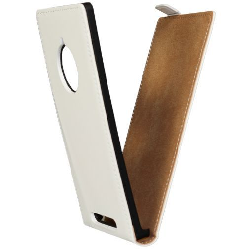 Productafbeelding van de Mobiparts Premium Flip Case White Nokia Lumia 830