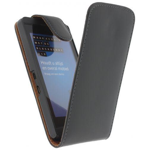Productafbeelding van de Xccess Leather Flip Case Black BlackBerry Z10