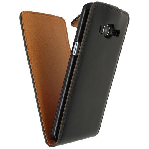 Productafbeelding van de Xccess Leather Flip Case Black Samsung Galaxy J3 (2016)