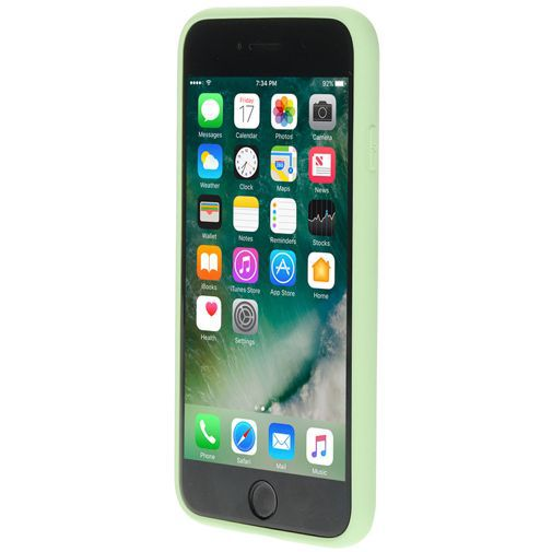 Productafbeelding van de Mobiparts Silicone Cover Green Apple iPhone 7/8/SE 2020